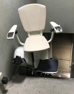 上階では自動的に椅子が旋回して停止するので乗降りが楽ちん
