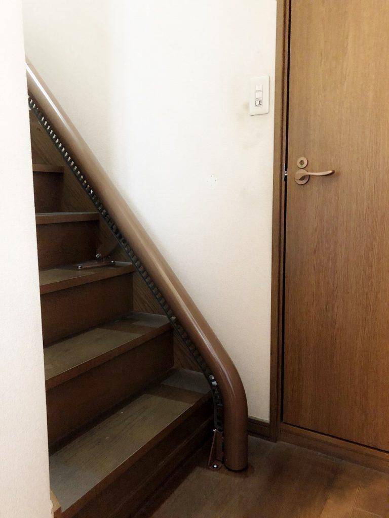 下階のレール端は「垂直エンド」